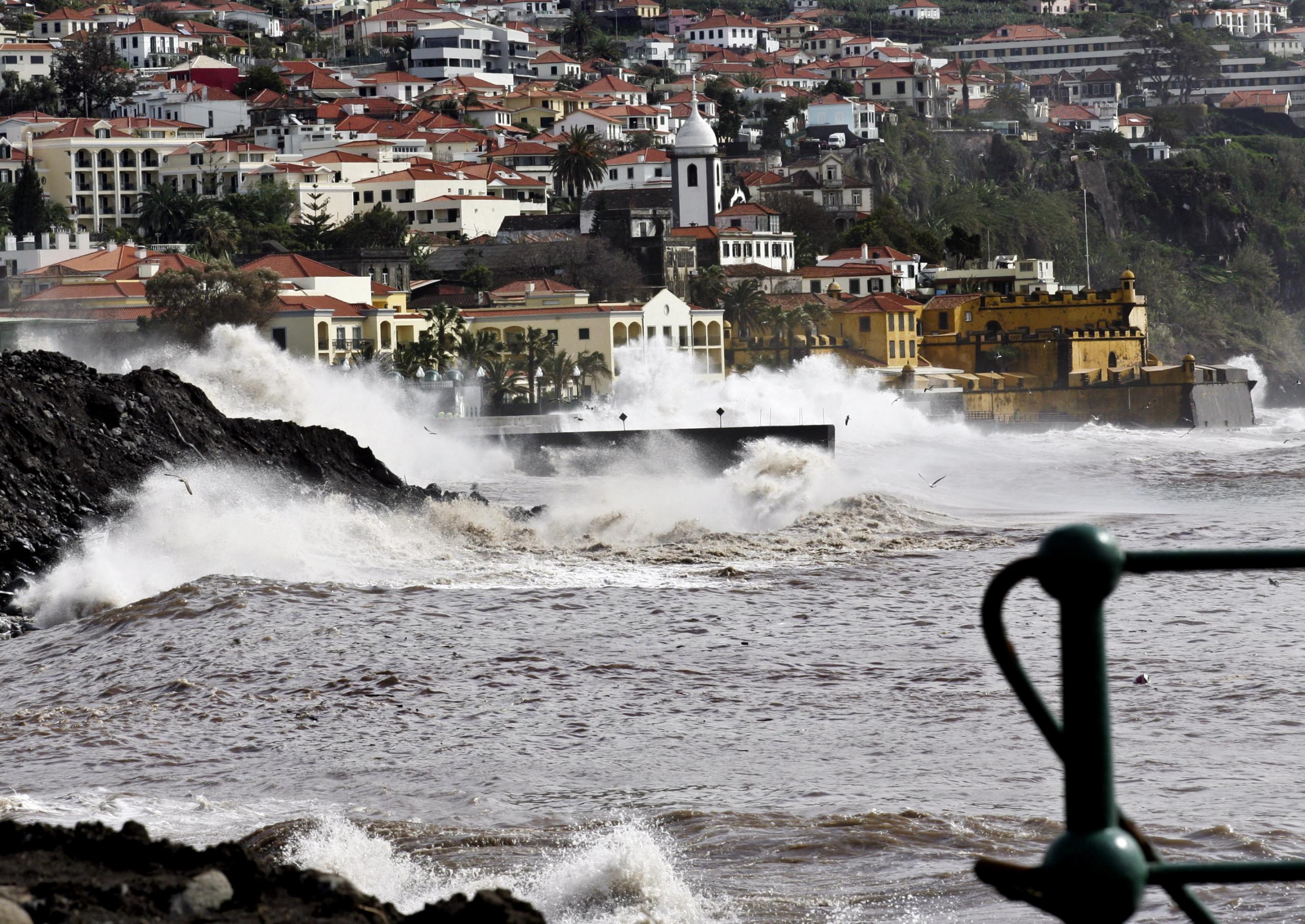 Capitania recomenda que barcos fiquem nos portos de abrigo na Madeira