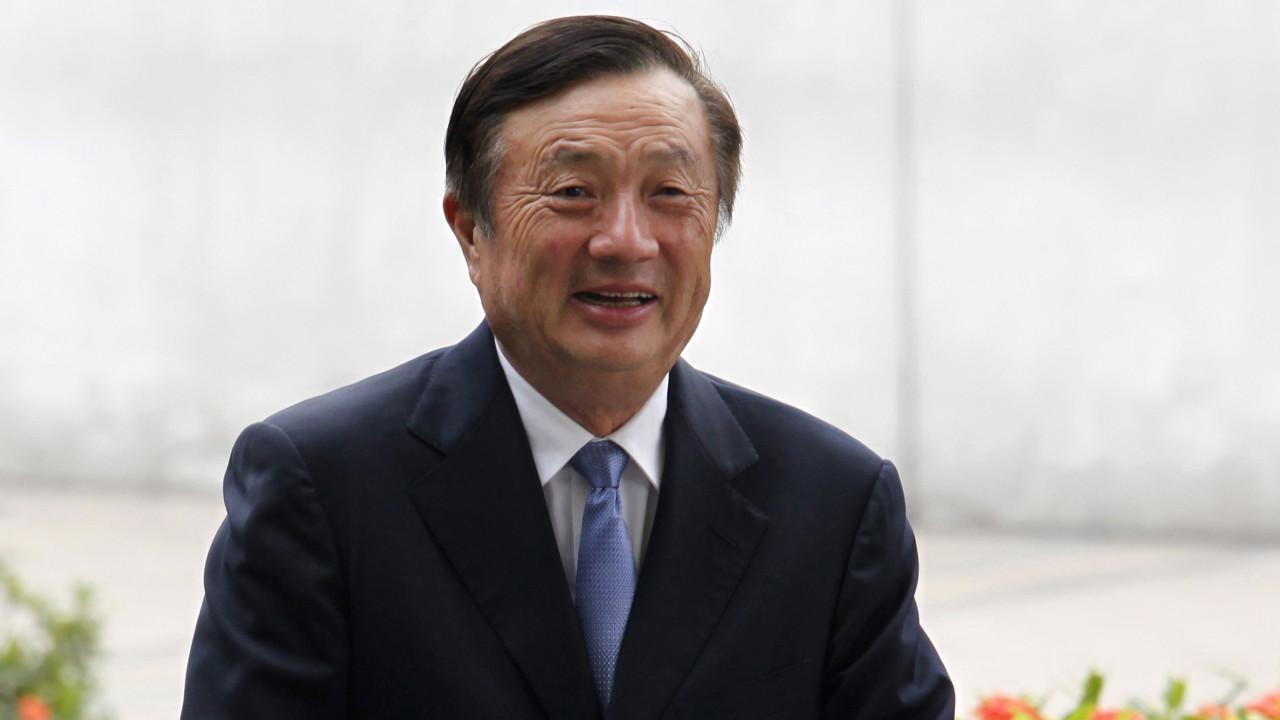 Fundador da Huawei admite comprar iPhones para a família