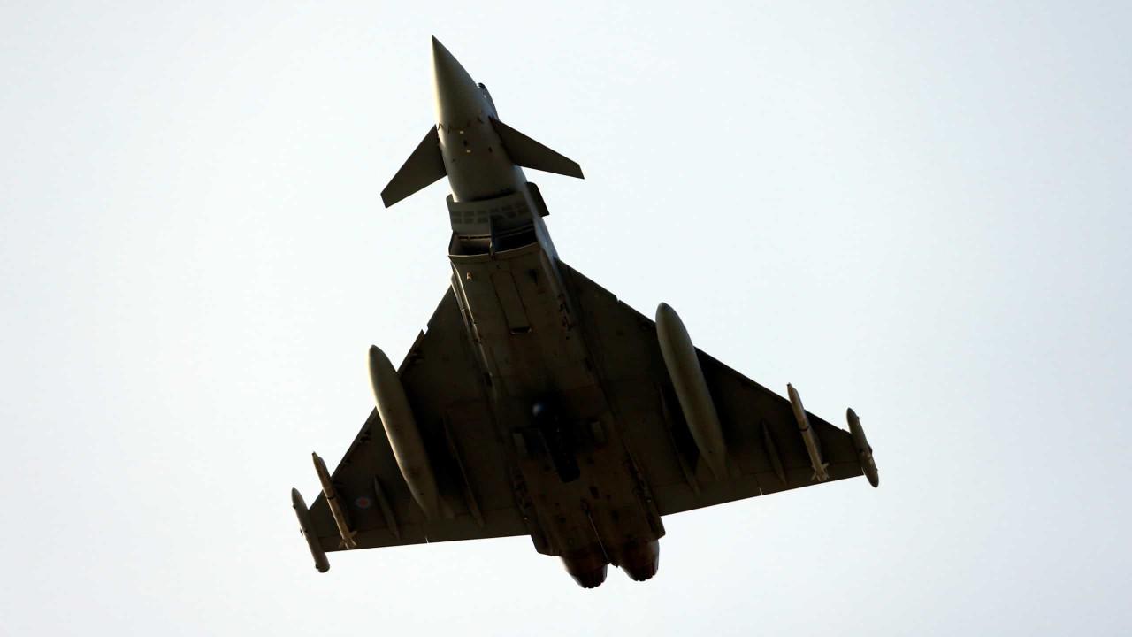 Caças da Força Aérea alemã chocaram. Um dos pilotos morreu