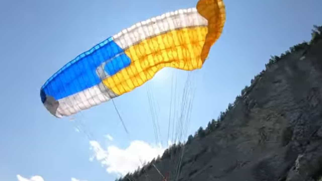 Man clashed with mountain in the incredible paragliding accident