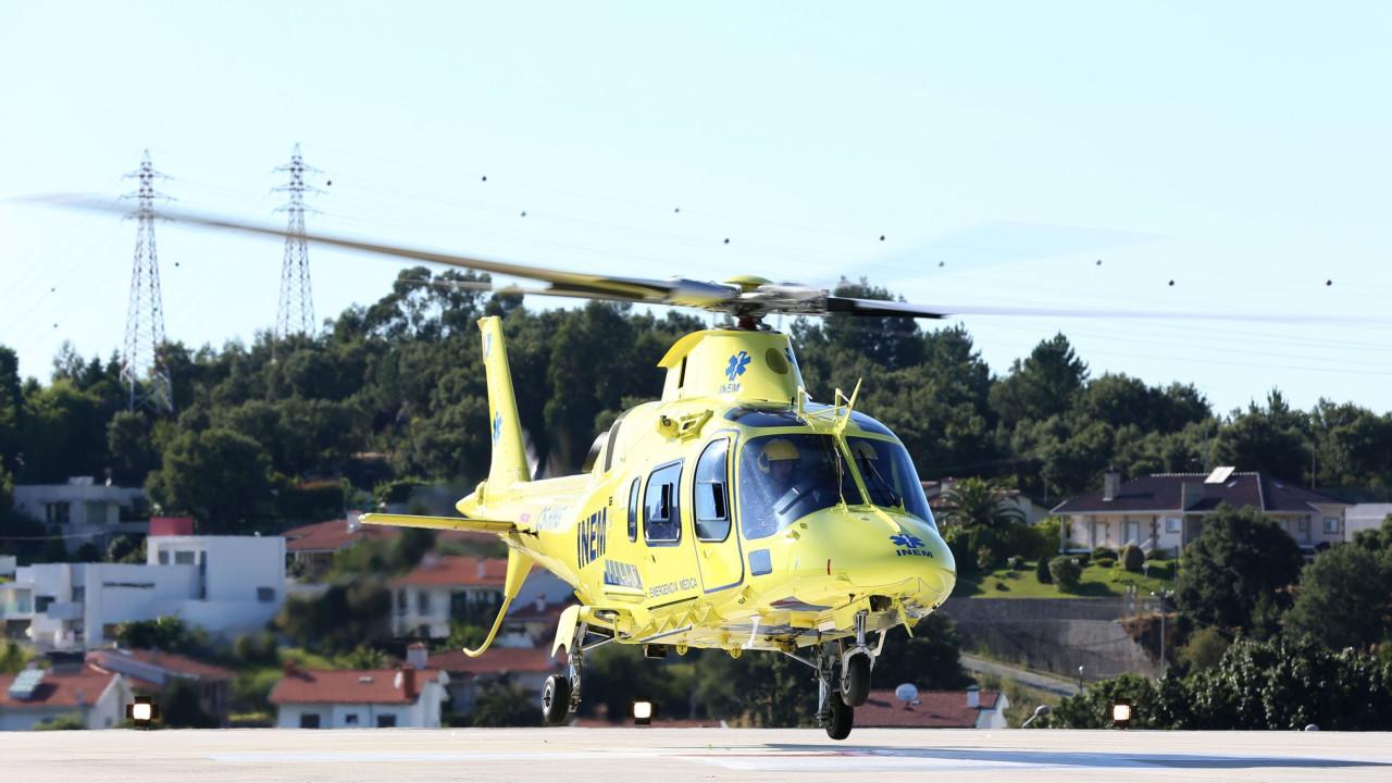 Idoso com queimaduras graves transportado 100 km para apanhar helicóptero