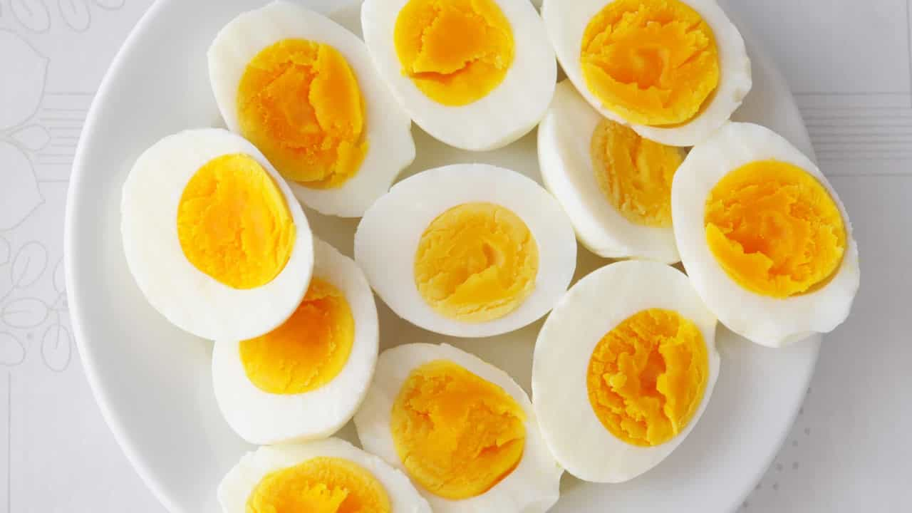 Afinal, o que faz melhor: Comer o ovo inteiro, apenas a clara ou a gema?