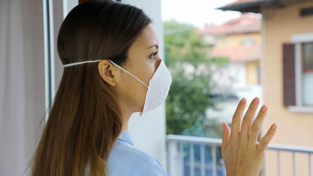 Use máscara em casa para impedir propagação do vírus, alertam cientistas