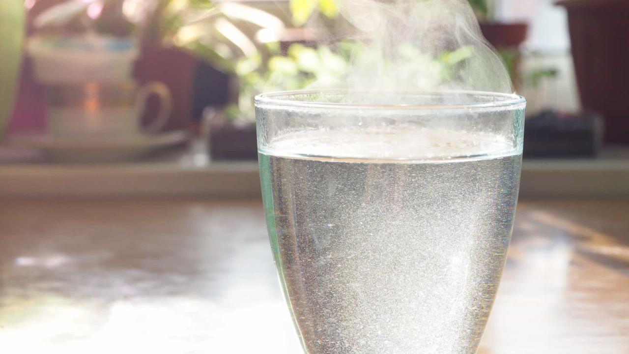 Dez bons motivos para começar já a beber água quente
