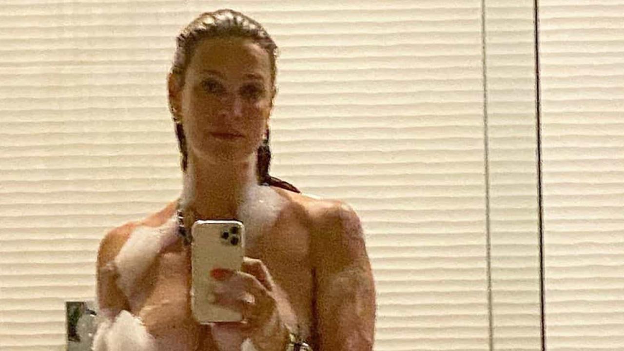 Luana Piovani posa nua durante férias e partilha retrato com os fãs