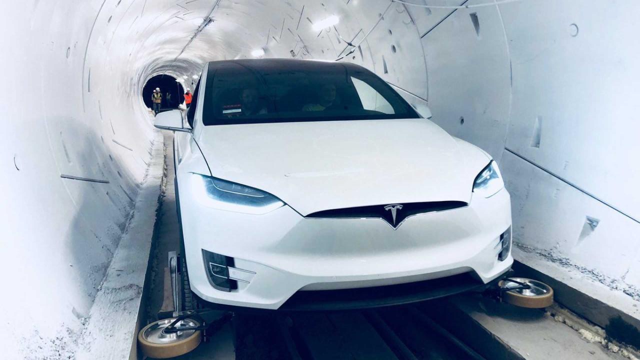 Tesla inicia recolha de mais de 9 mil carros Model X