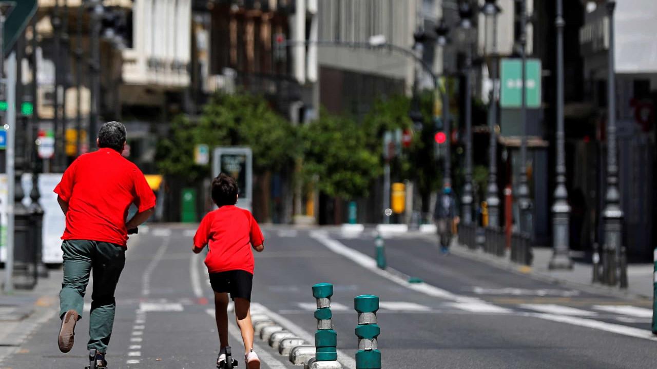 Espanhóis com mais de 14 anos podem sair à rua a partir de hoje