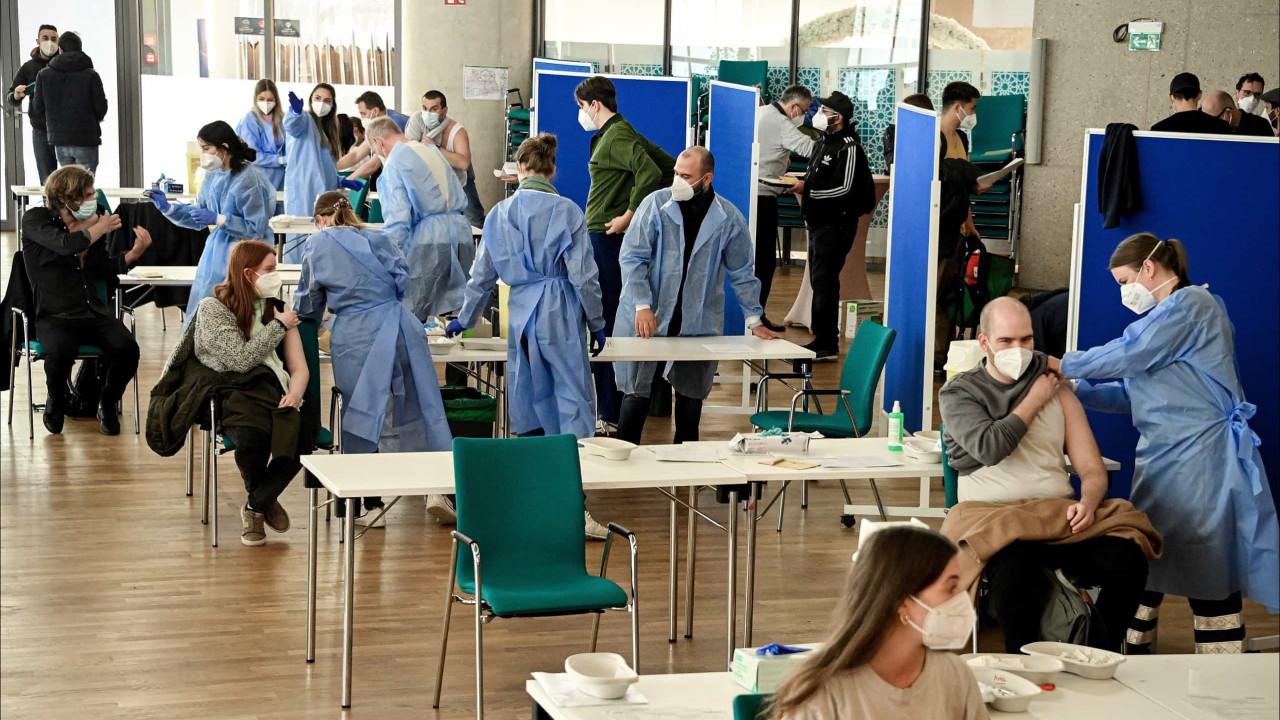 Covid-19: Seis casos de trombose pós-vacina da AstraZeneca em holandeses