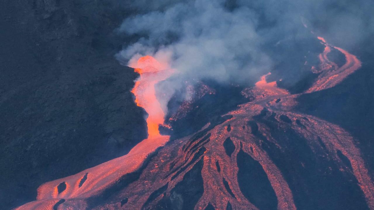 Ilha de La Palma regista sismo de 4,9 e novo colapso do cone do vulcão