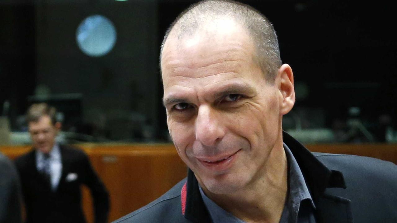 Depois da crise, vêm as férias. Varoufakis 'apanhado' em calções