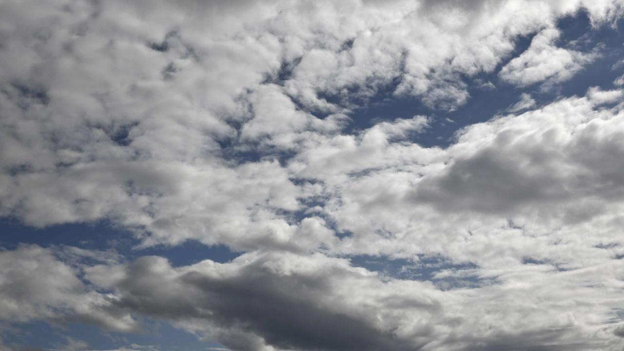 Fim de semana? Nuvens ainda vão ameaçar, mas máximas sobem no sábado