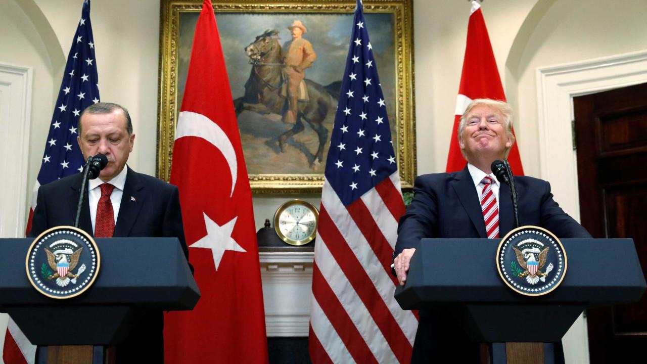 EUA e Turquia chegam a acordo para suspender ofensiva na Síria