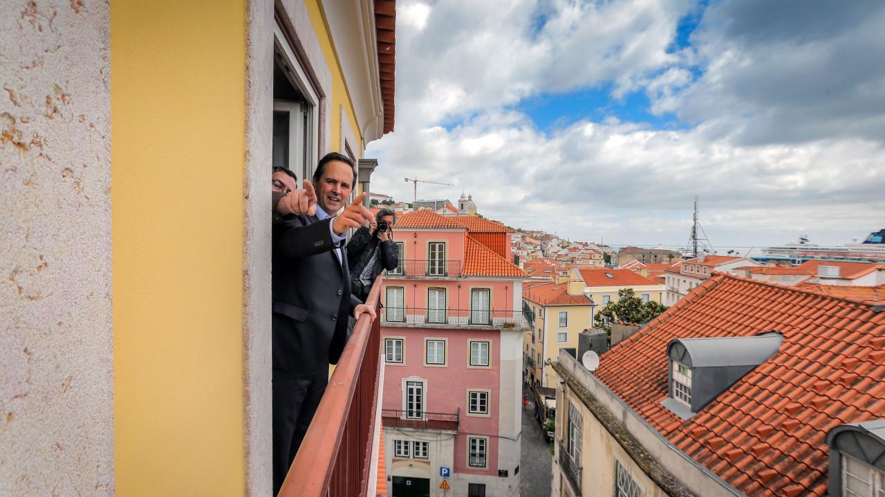 """""""Depois do coronavírus, Lisboa vai acabar com o Airbnb"""", garante Medina"""