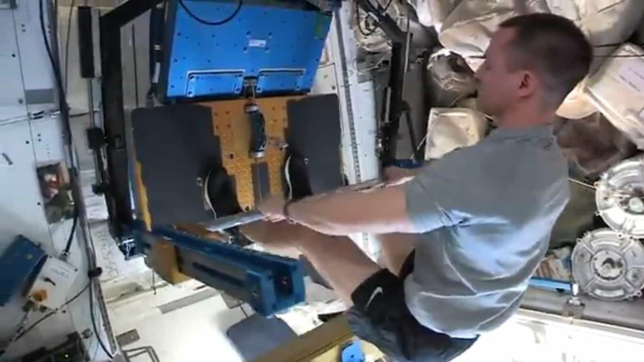 Astronautas da NASA mostram como se mantêm em forma nas horas vagas