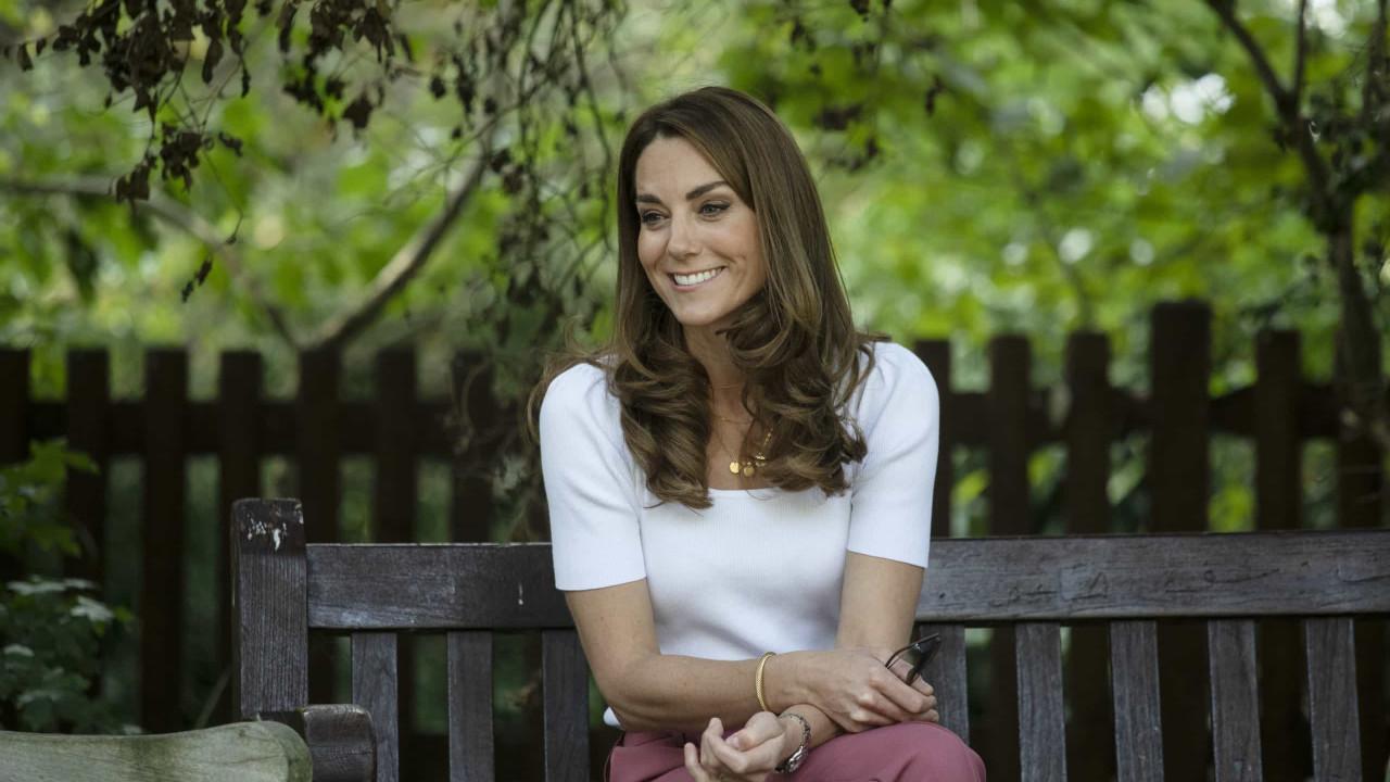 Kate Middleton homenageia a Escócia com visual amoroso