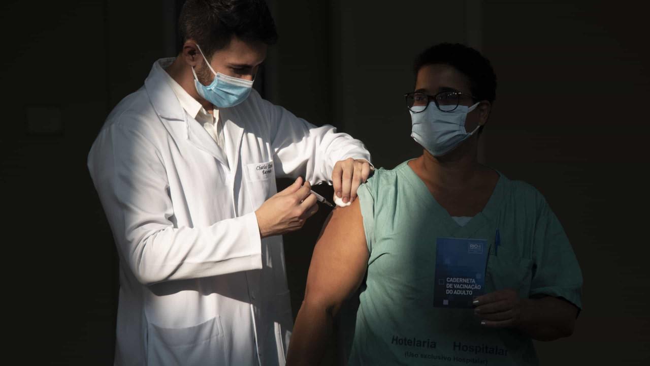 Covid-19. Brasil regista mais 69.609 casos e 1.555 mortes em 24 horas