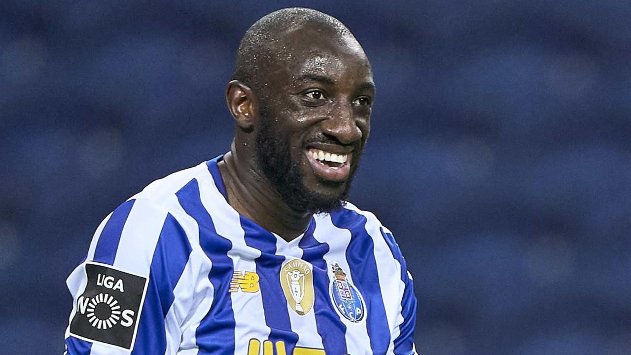 Triunfo magro no Dragão deixa FC Porto a quatro pontos do Sporting