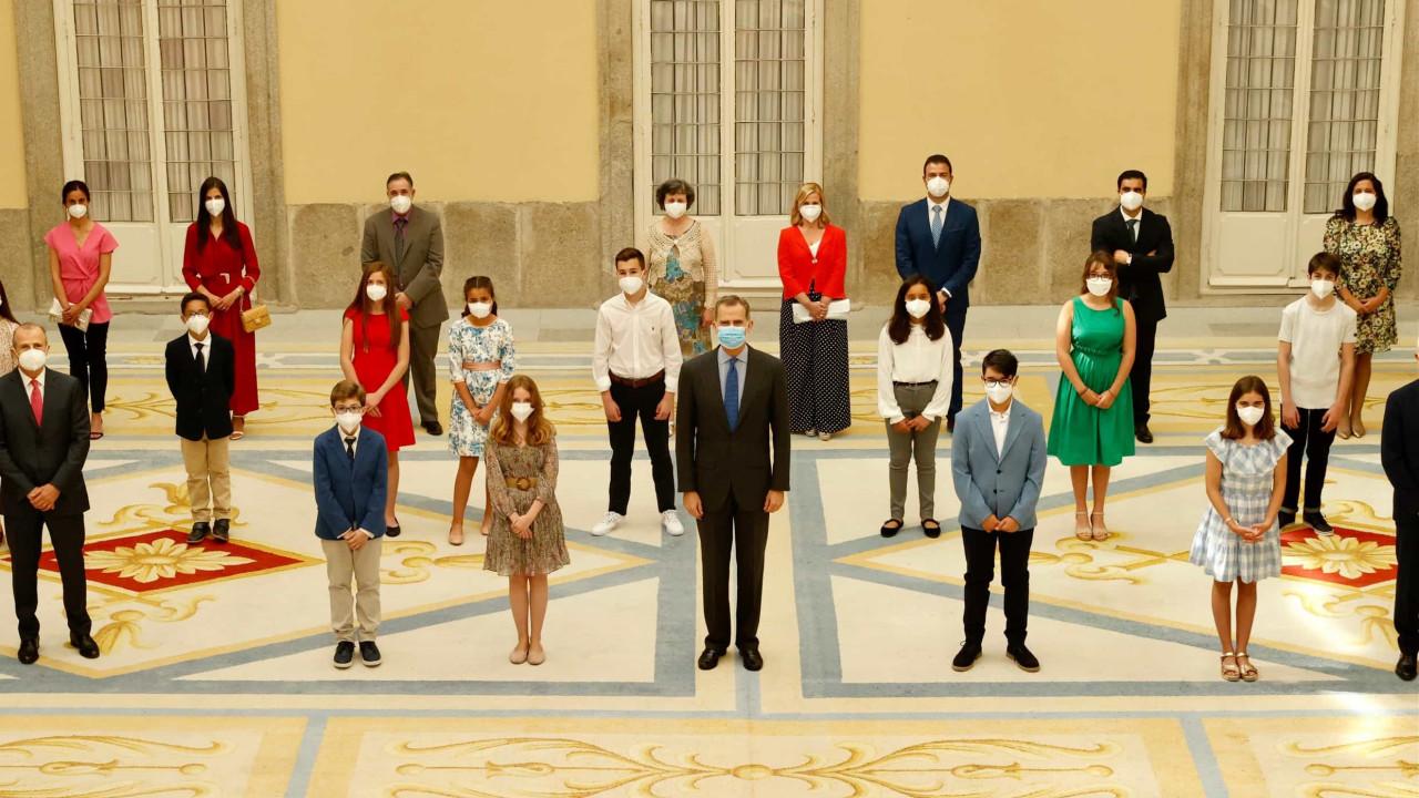 Felipe VI conhece jovens vencedores do concurso 'O que é um rei para ti?'