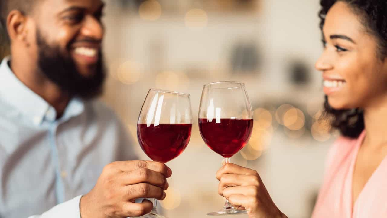 Esta quantidade de álcool por dia pode ajudar a evitar ataque cardíaco