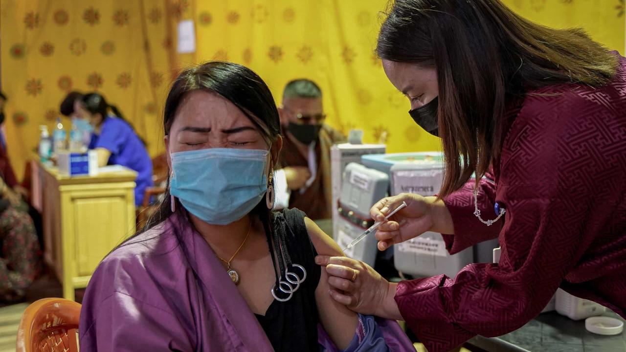 Butão completou vacinação de 90% da população adulta numa semana