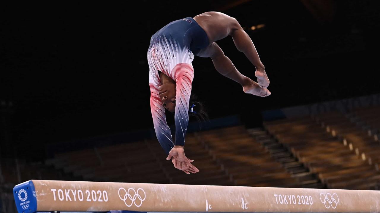 Simone Biles volta à ação e conquista o bronze na final olímpica de trave