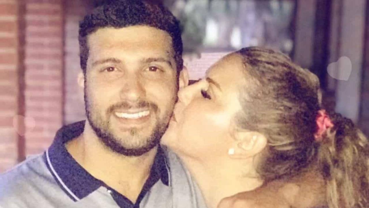 Muito apaixonada, Katia Aveiro declara-se ao companheiro