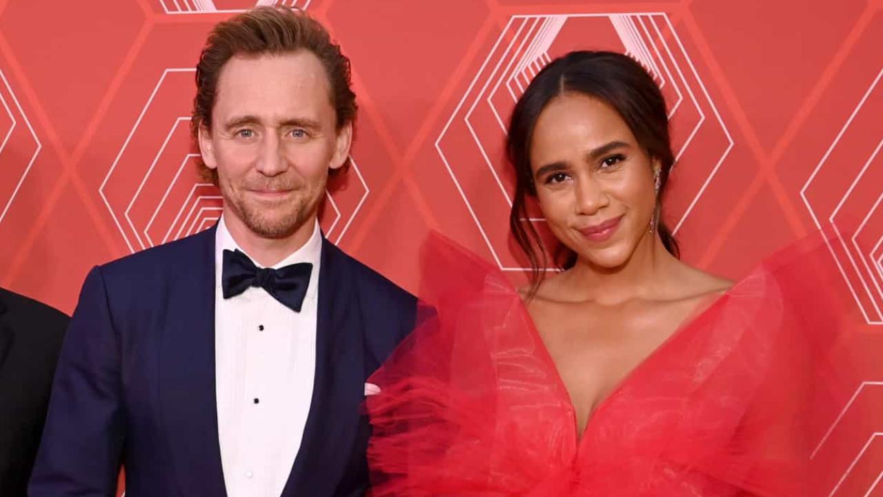 Ator da Marvel Tom Hiddleston aparece junto de namorada pela 1.ª vez