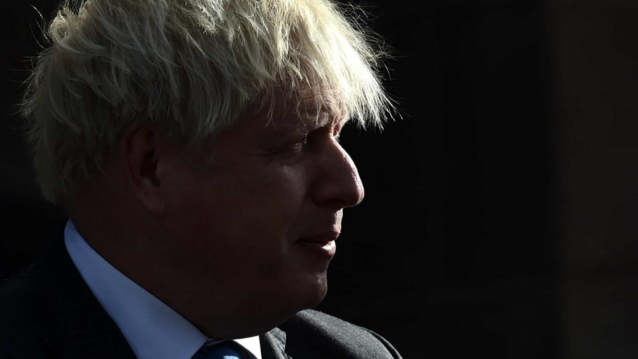 Boris Johnson usou sala de Downing Street para ver novo filme de Bond