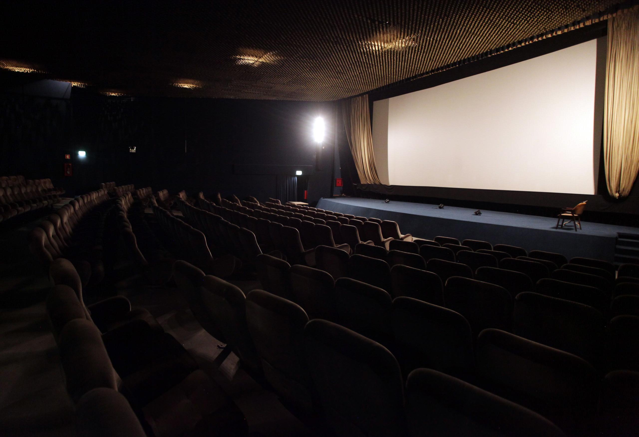 Exibição de cinema em sala perde um quinto de espetadores e receitas