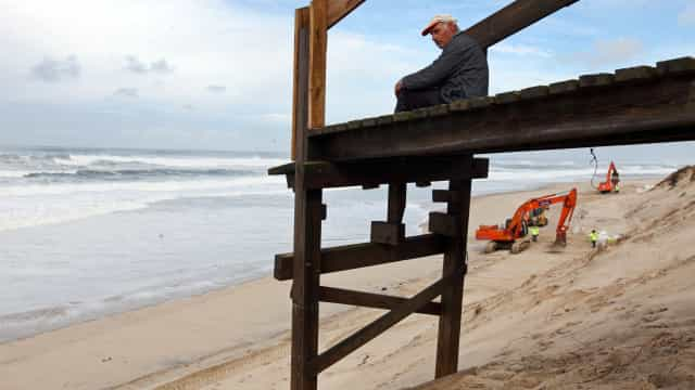 Mar destrói dunas e passadiços na Praia de Mira
