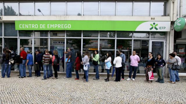 Desemprego recua na zona euro e UE. Portugal tem taxa abaixo da média
