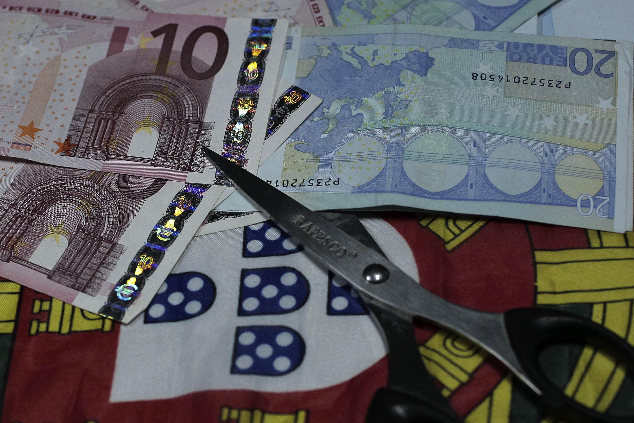 Conselho critica processo de saída de Portugal do défice excessivo