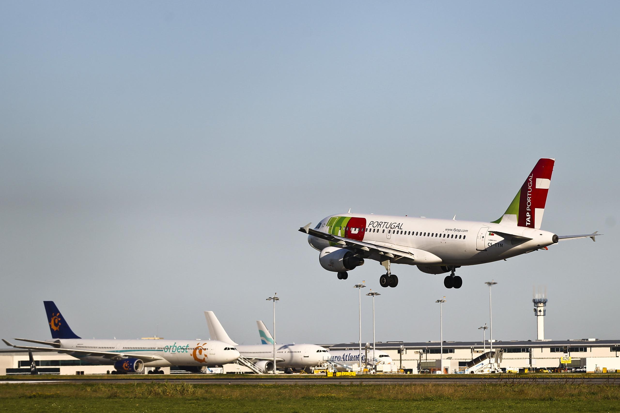 "Bruxelas pede multa pesada para Portugal devido a ""slots"" nos aeroportos"