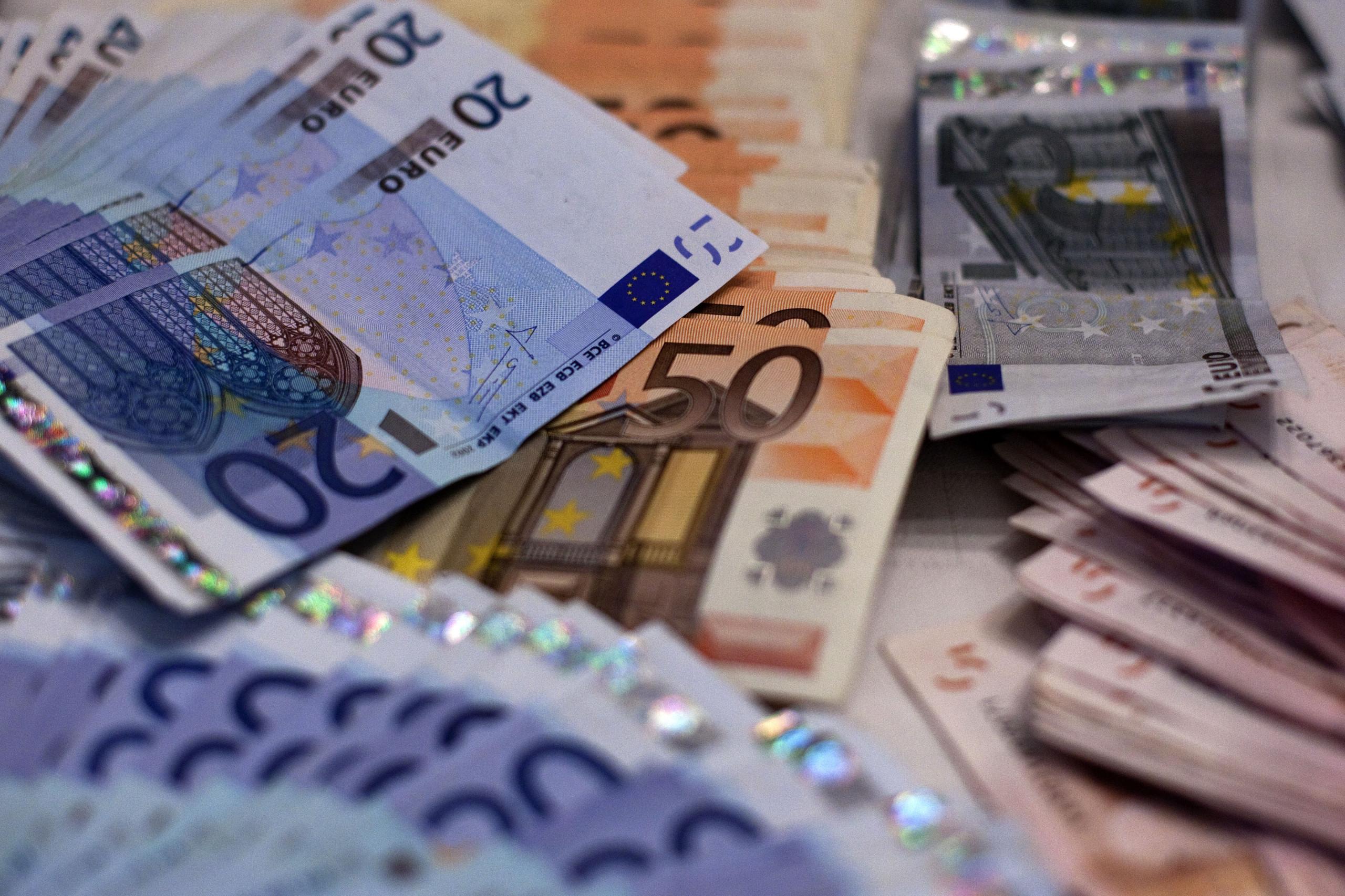 Governo projeta descida da carga fiscal até 2023