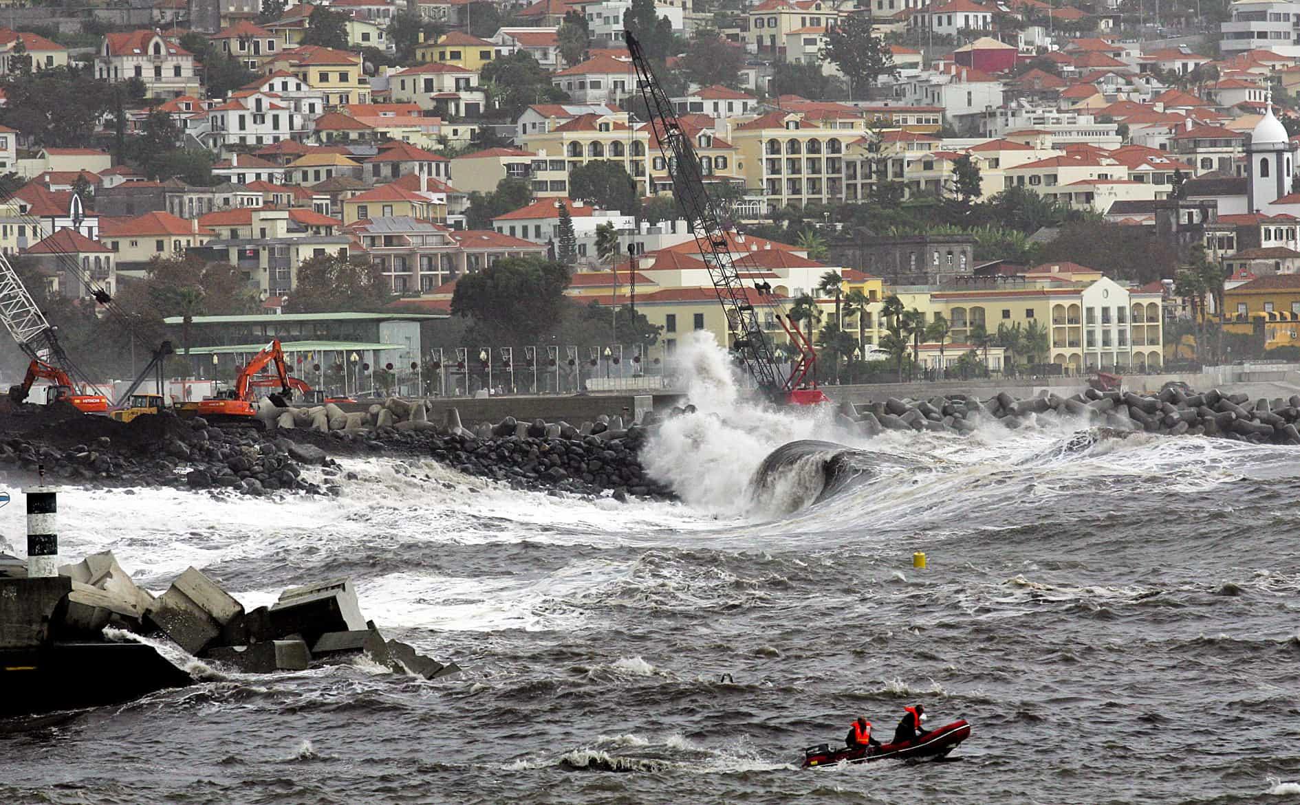Furacão Leslie já passou pela Madeira e está a caminho do continente
