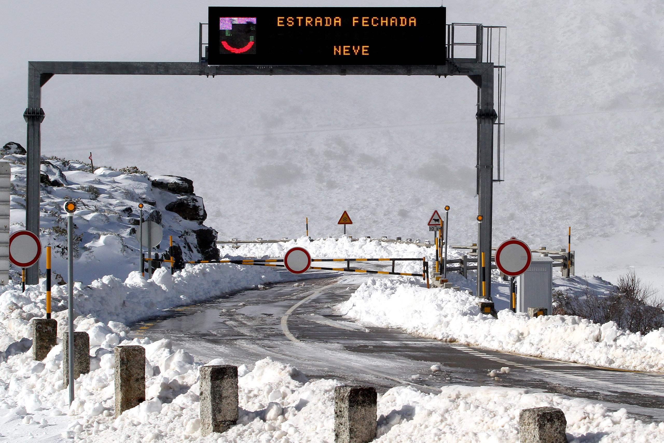 Estradas na Serra da Estrela encerradas devido à queda de neve