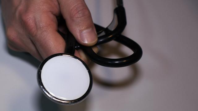 Médicos começam a passar receitas através do telemóvel a partir de hoje