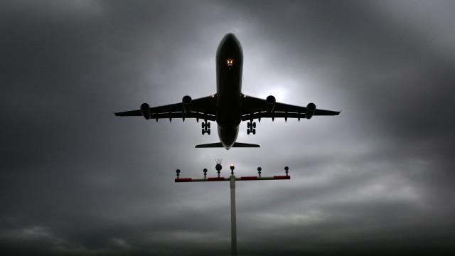 EUA: Centenas de voos cancelados e milhares atrasados devido a tempestade