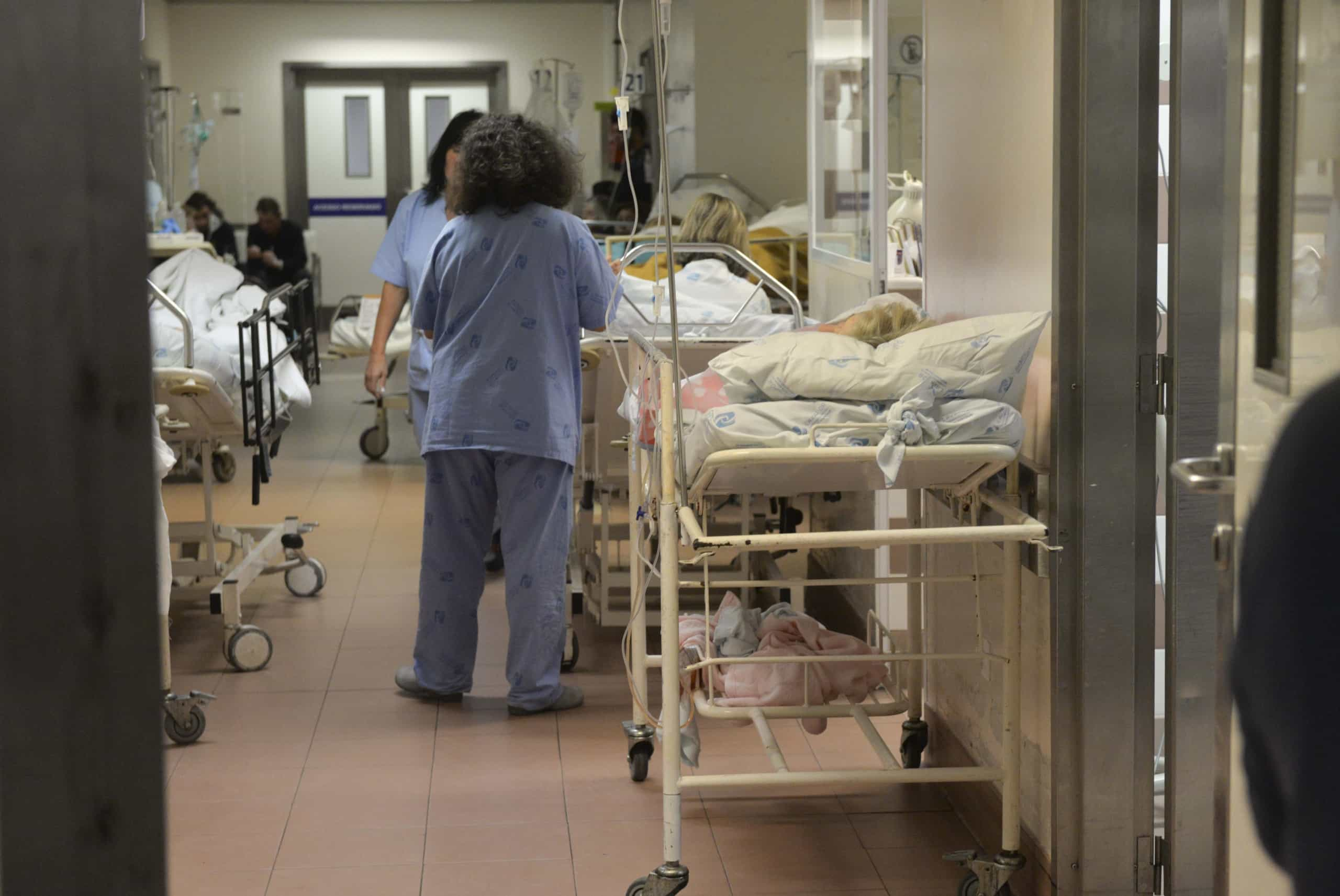 Auxiliares de ação médica fazem greve pela reposição da carreira