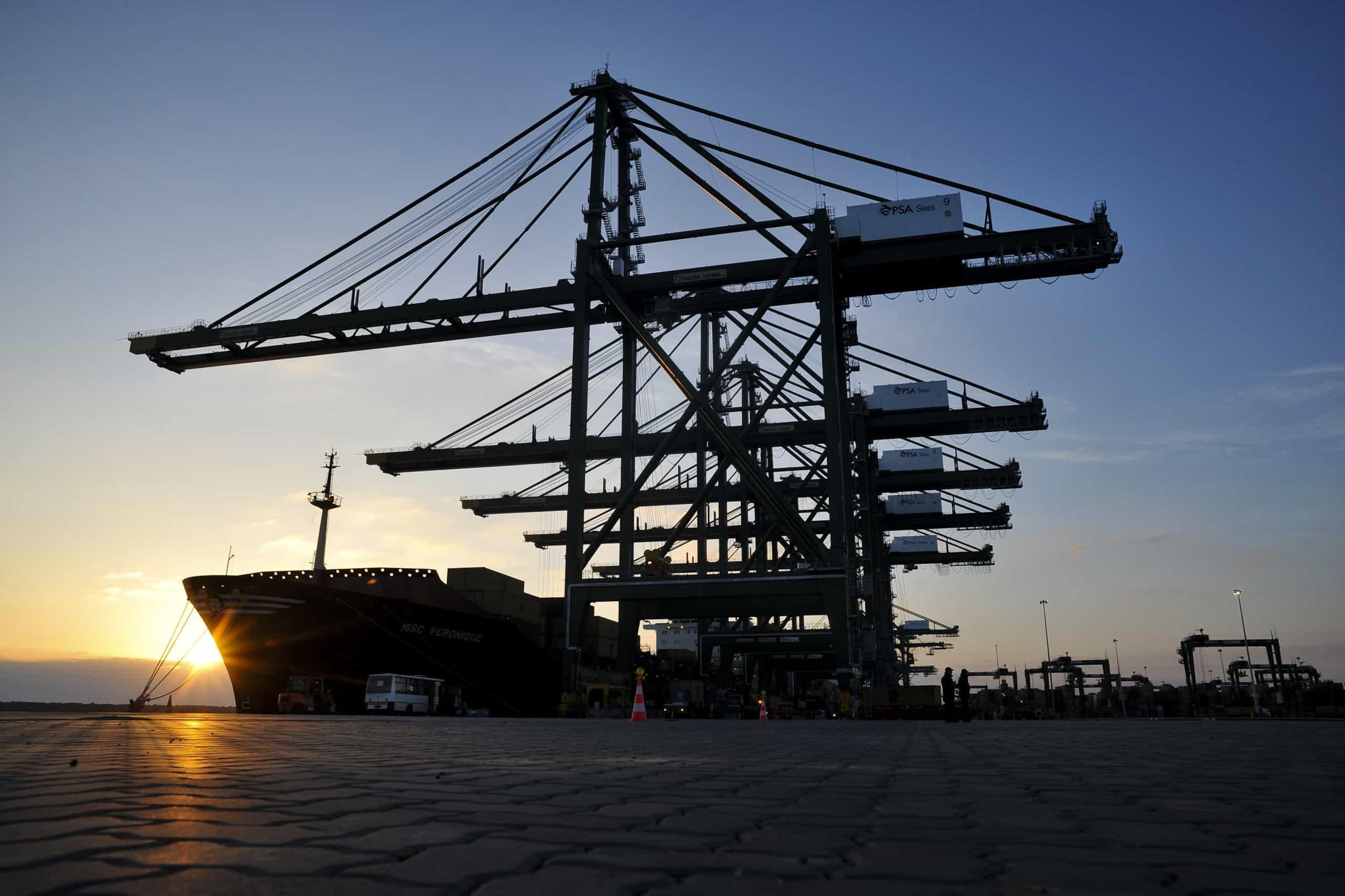Três toneladas de hidrocarbonetos derramadas no Porto de Sines