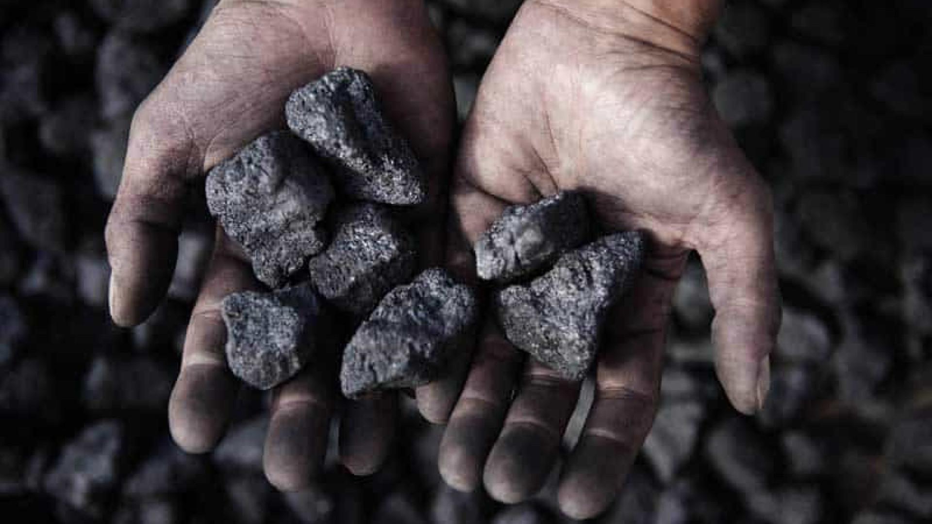 """Previsões de produção de combustíveis fósseis em 2030 """"são incompatíveis"""""""