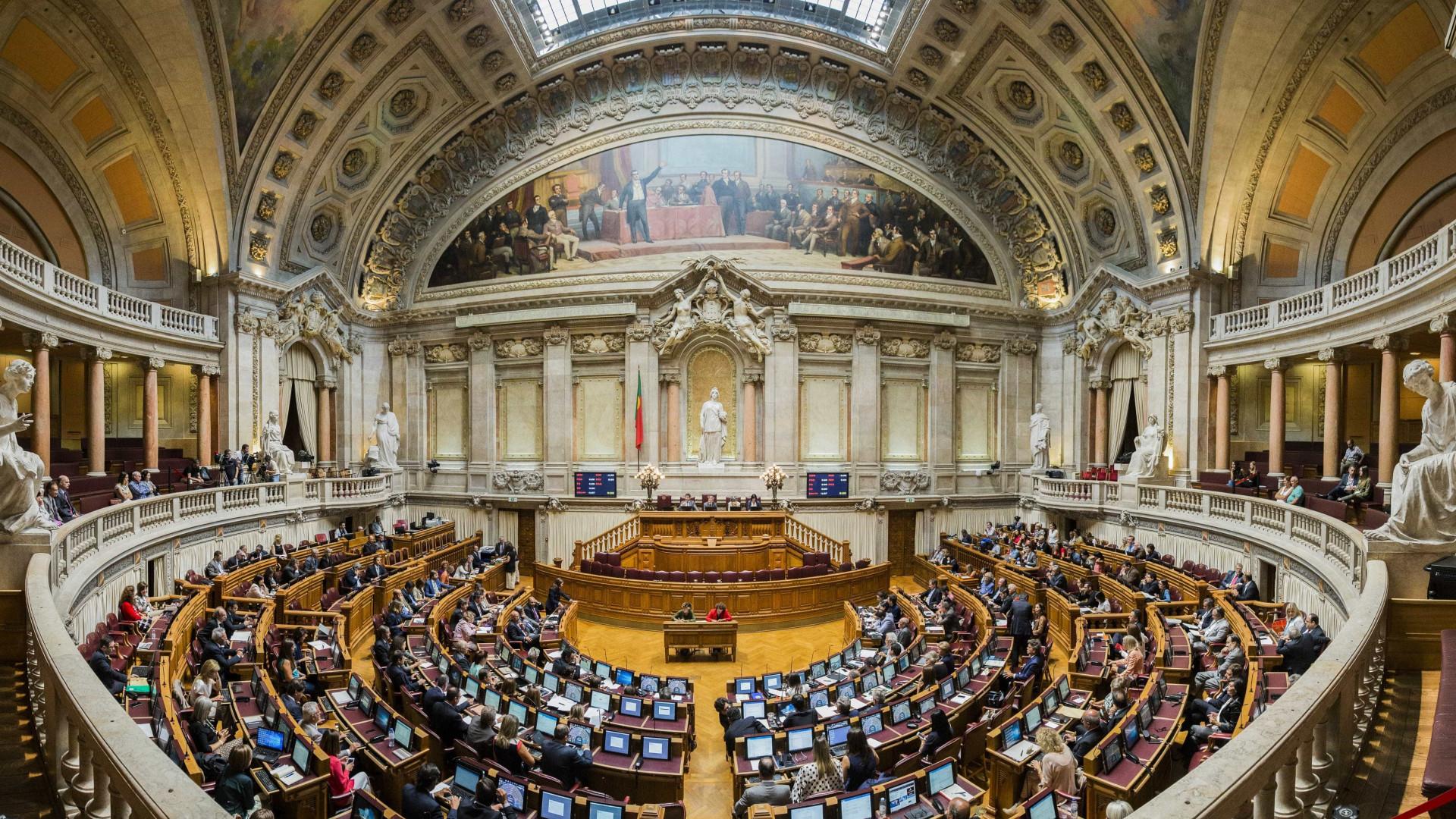Resultado de imagem para Parlamento discute despenalização da morte assistida a 20 de Fevereiro