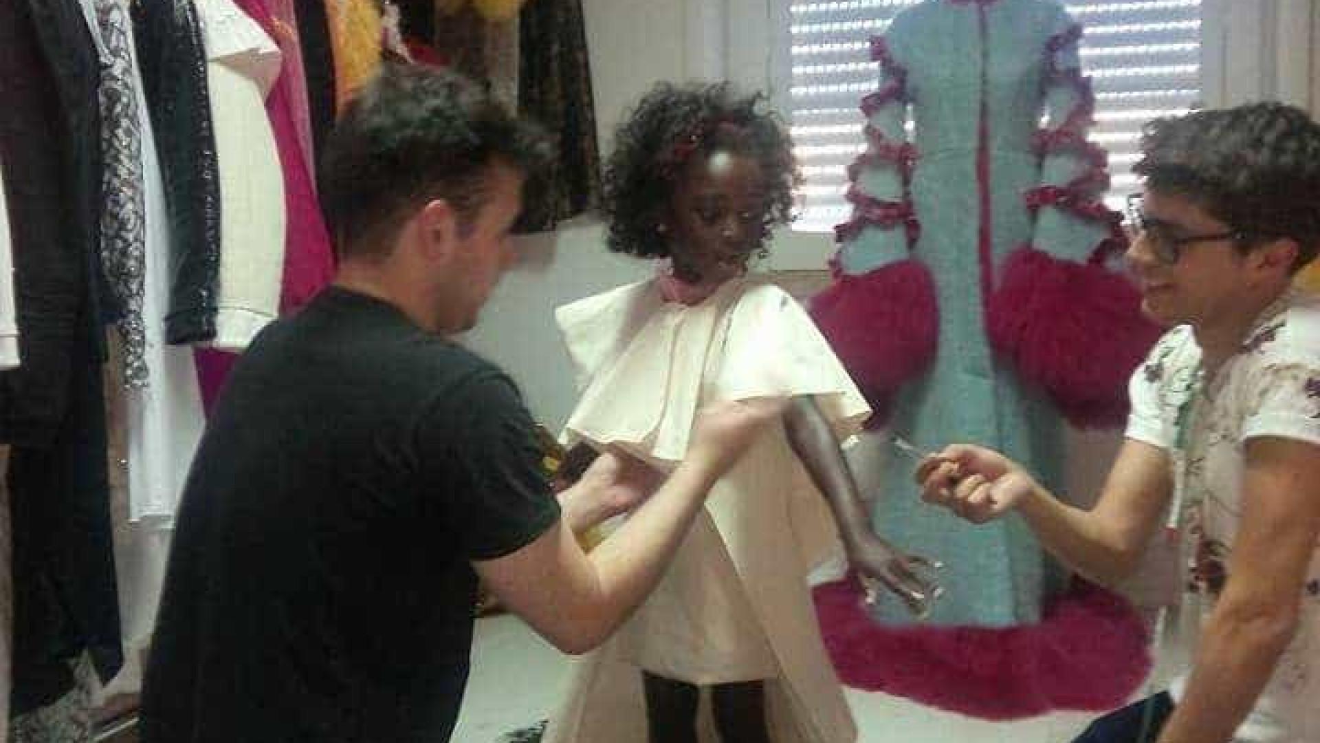8ad67e938 Filha de Eduardo Beauté nas provas do vestido para os Globos de Ouro