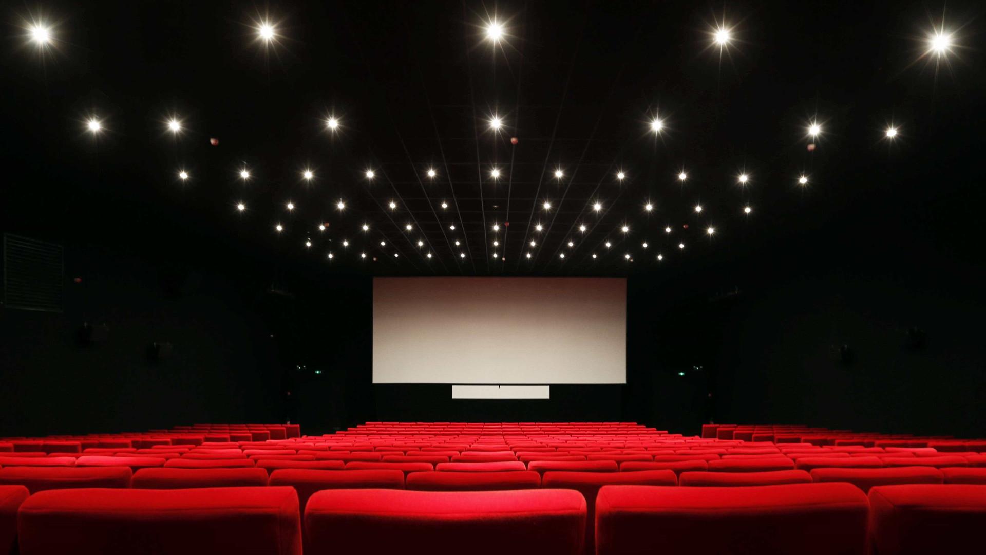 Resultado de imagem para sala de cinema vazia