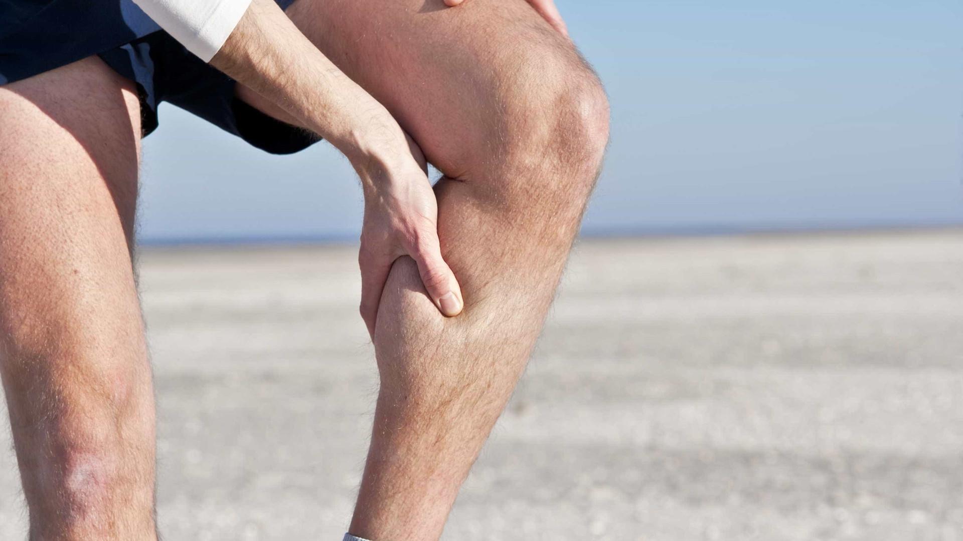 pode desidratação causar cãibras nas pernas à noite