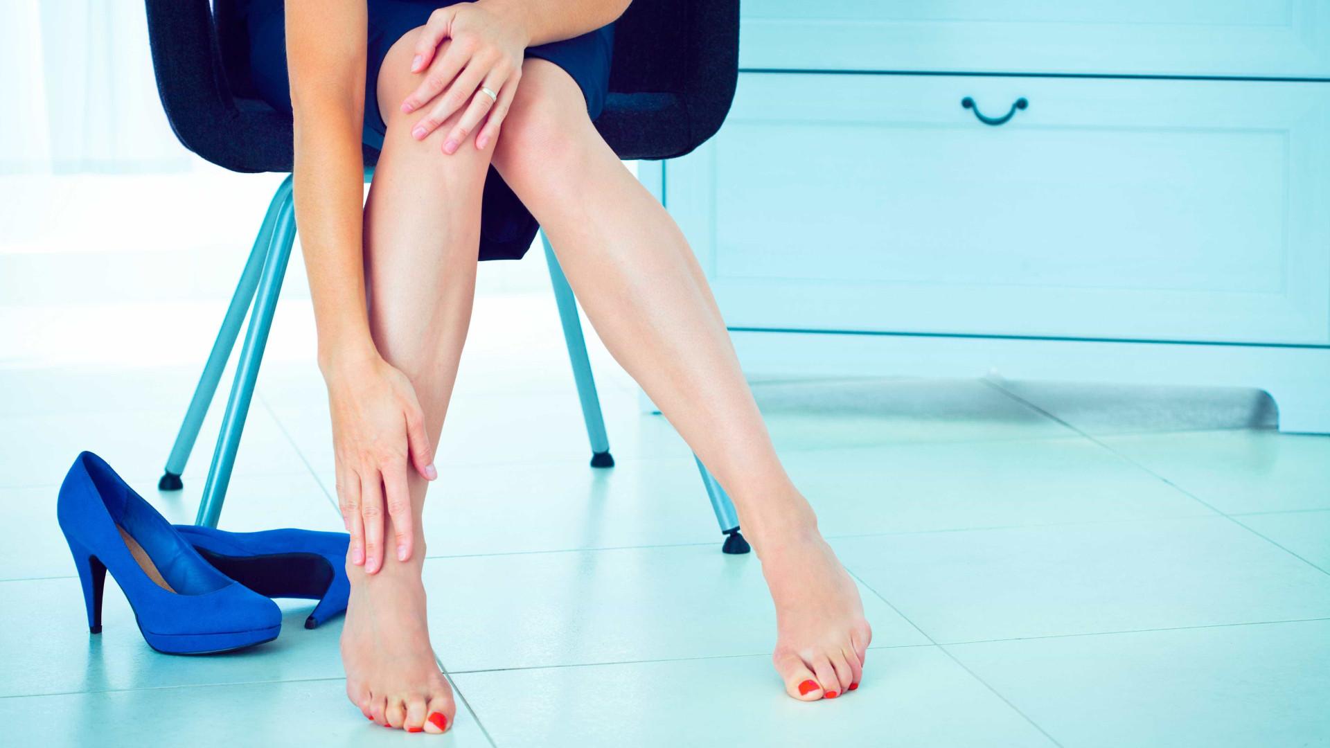 Inchaço na joelho séria nos panturrilha e e no pés dor