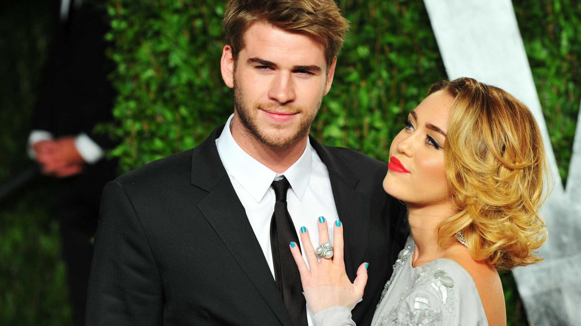 """Casada, Miley Cyrus diz: """"Continuo a sentir-me atraída por mulheres"""""""