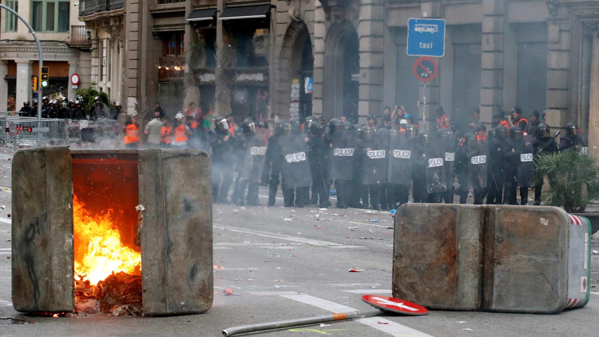 Três detidos e um ferido grave após carga policial na Catalunha