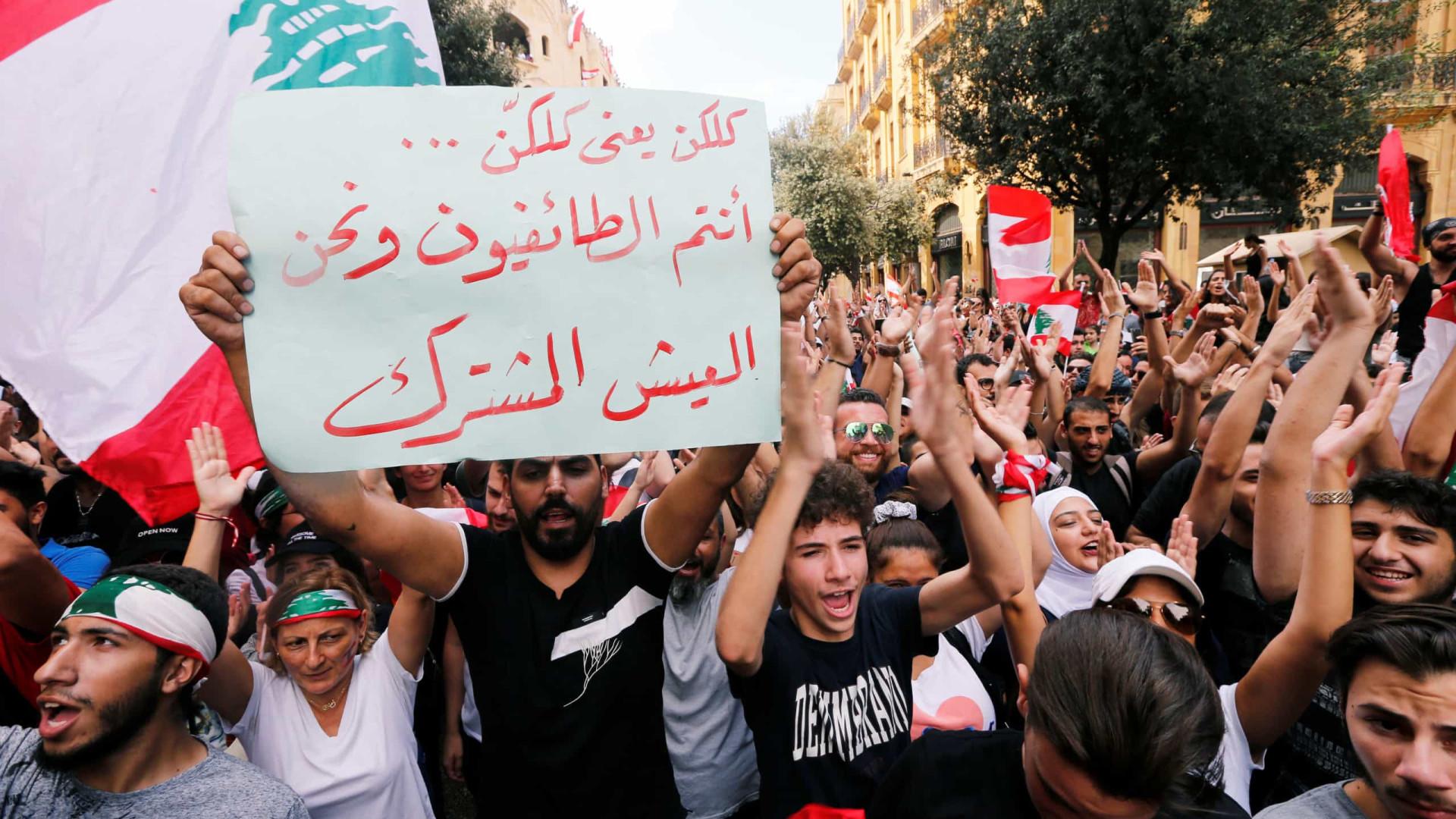 Dezenas de milhares protestam em Beirute contra regime e crise económica