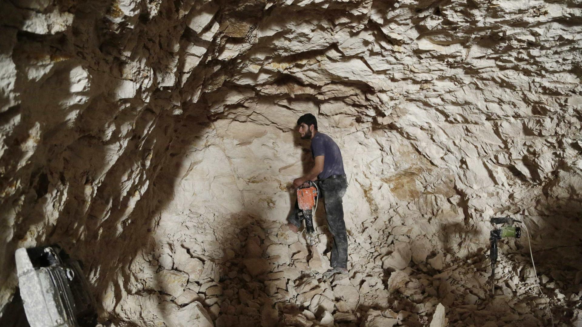 Equipa de resgate procura 4 espeleólogos portugueses em gruta espanhola